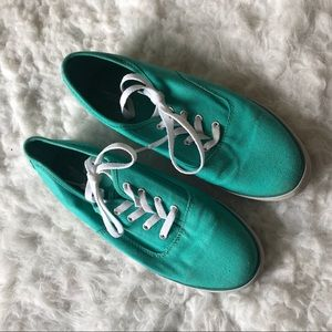 AE turquoise lace up sneaker